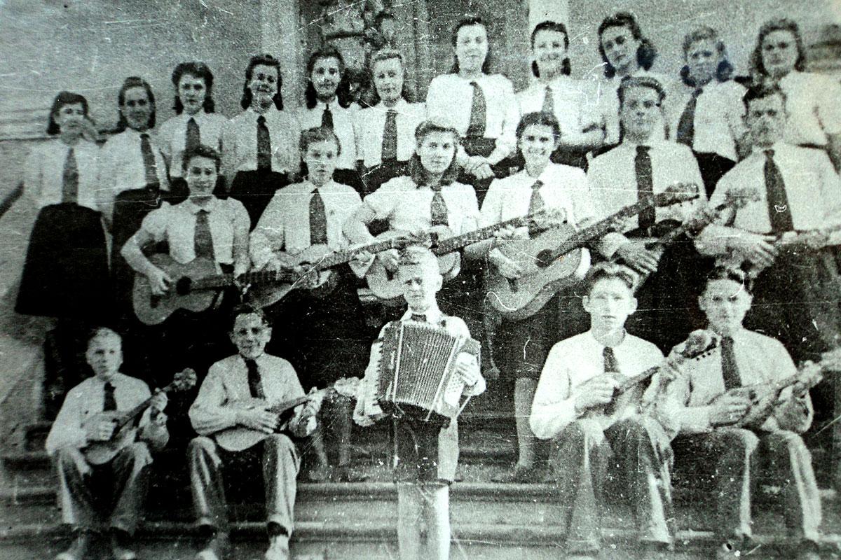 Ансамбль песни и пляски СШ №2. 1961 г