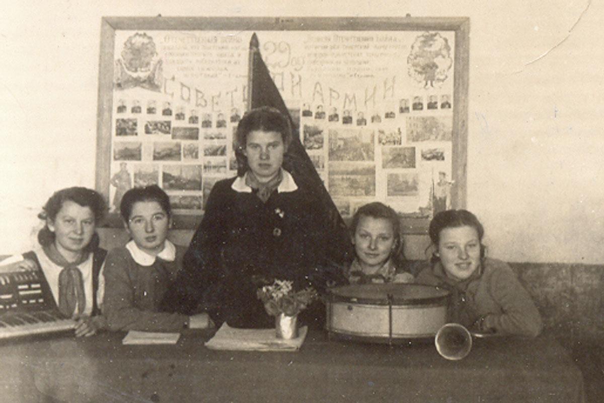 Старшая вожатая Клава Саевич